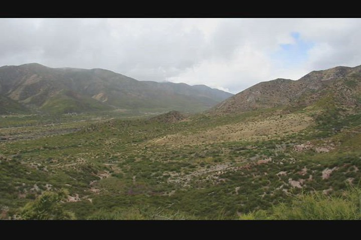 1091 Video from the ridgeline between Lone Pine Canyon and Cajon Canyon with plenty of gusty winds