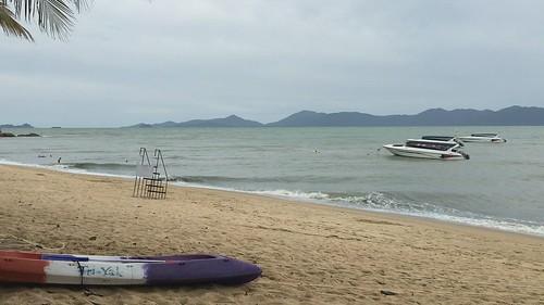 今日のサムイ島 8月4日 波風が強い日が続いています‐離島滞在予定の方、船にご注意
