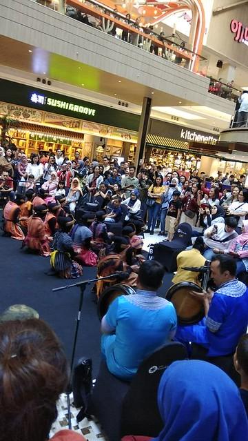 SolidaritasKEBERSAMAAN  17/08 campaign featuring Ratoh Jaroe tradisional dance team. 17-18 Agustus di Kota Kasablanka dan Pasific Place.