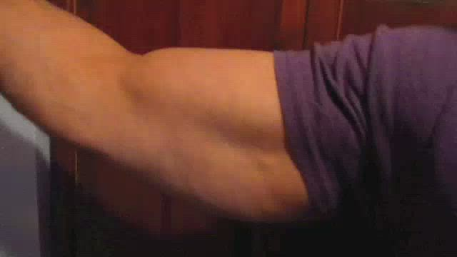 FLEXING BIG BULGING BICEPS