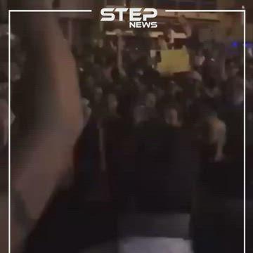 متظاهرو لبنان يهتفون للثورة السورية