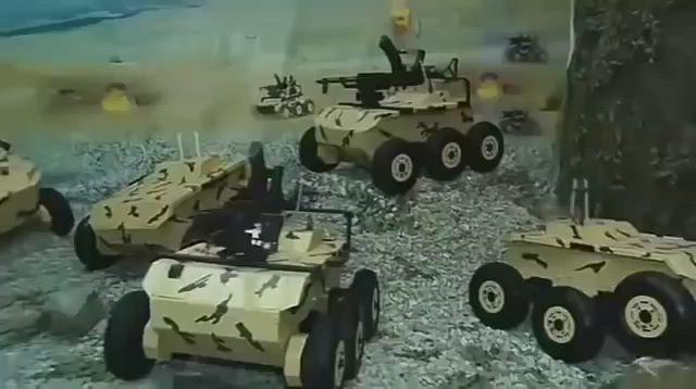 """إيران تكشف عن الروبوت العسكري الانتحاري """"حيدر-1"""""""