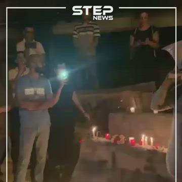 """متظاهري لبنان ينشدونها على ضوء الشموع..""""أهلا وسهلا باللاجئين"""""""