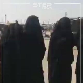 """شاهد بالفيديو    رد فعل نساء داعش من داخل مخيم الهول بعد مقتل """"أبو بكر البغدادي"""""""