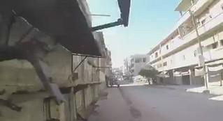 بالفيديو | عنصر من الدفاع المدني يوثق لحظة إصابته بصاروخ في ريف إدلب