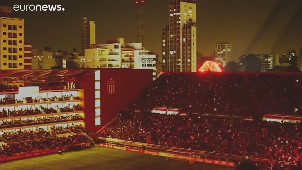 استعمال تقنية هولوغرام في حفل افتتاح ملعب في الأرجنتين.. شاهد واستمع…