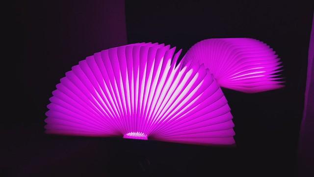 Große hölzerne faltbare LED-Buchlampe