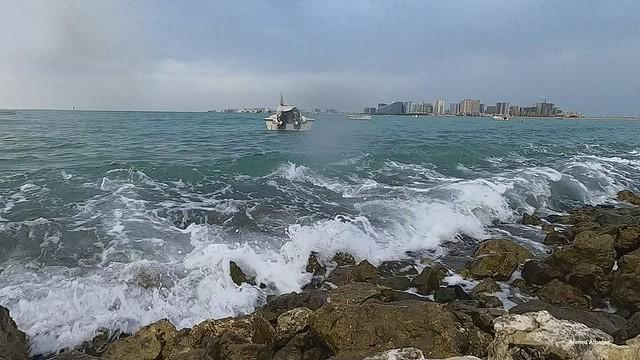 When the sea waves hit rocks ... عندما ترتطم أمواج البحــر بصخور الشاطئ