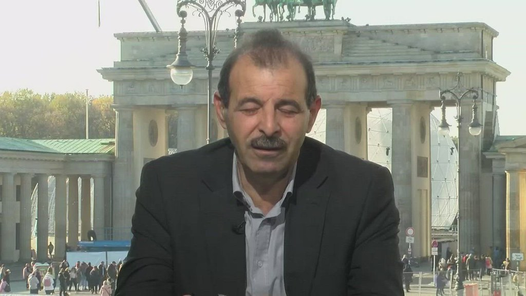 أنور البني يكشف للحكي سوري عن أسماء _مجرمين_ في اللجنة الدستورية