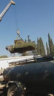 بالفيديو|| بقايا الصاروخ العنقودي الذي تسبب بمجزرة بمخيم قاح.. والمعارضة ترد على المجزرة بالغراد