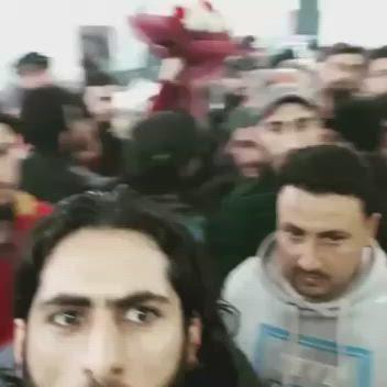 """والدة """"الساروت"""" تزوّج 15 من أصدقائه في حفلٍ جماعي، والسوريون يتفاعلون (فيديو)"""