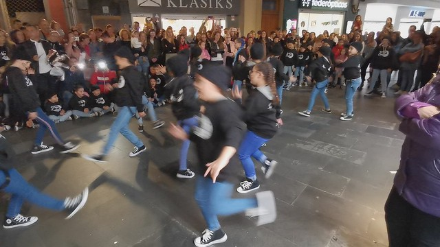 New Ending Grupo niños medianos Danza Calle Triana Las Palmas de Gran Canaria