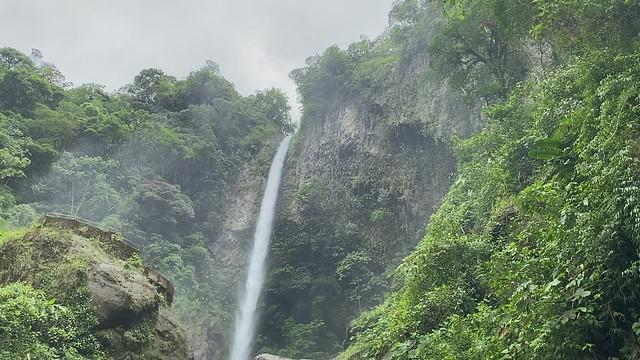 The Machay Waterfall (la Cascada de Machay) at 1,500 meters (4,921 ft) above sea level, the Highway of the Waterfalls (la Ruta de las Cascadas), Baños de Agua Santa, the Central Highlands, Ecuador.