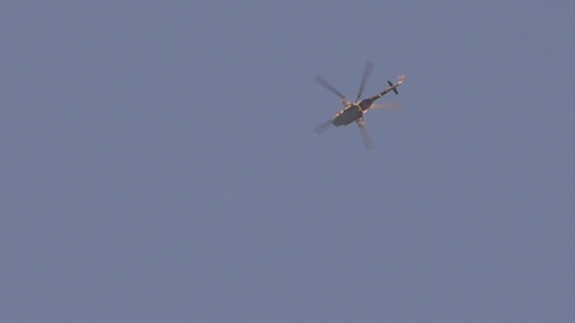 بالفيديو|| لحظة سقوط برميل متفجر من مروحية للنظام السوري على المنازل بمعرة النعمان!