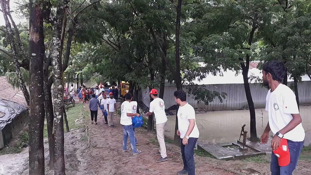 BRDCS volunteers move supplies 20180912_110953