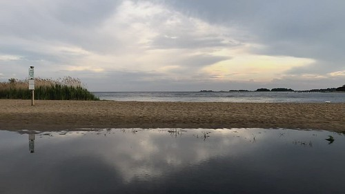 video timelapse iphone iphonex sunset beach sky clouds connecticut clinton clintontownbeach geotagged sand people cellphone outdoor outside evening reflection reflections water shore seashore coast