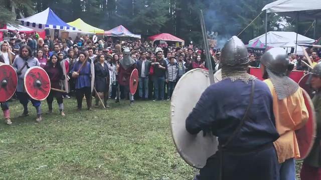 Batalla de vikingos y shieldwall Ormbitur en Viking Fest 2019 de Mundo Medieval
