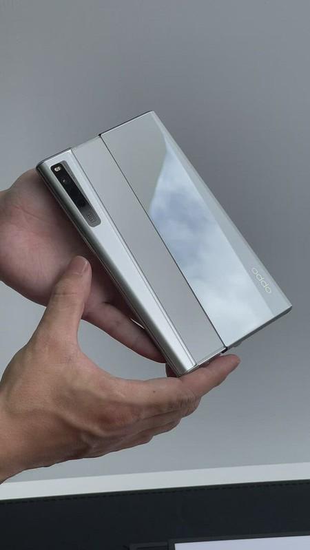 OPPO X 2021 捲軸式螢幕概念機 正面