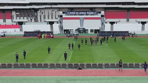 경기 후 관중들에게 인사하는 선수들 (2021 K리그 2 18R)