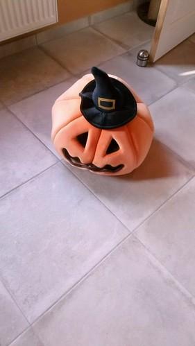 Kiwi in the Halloween house