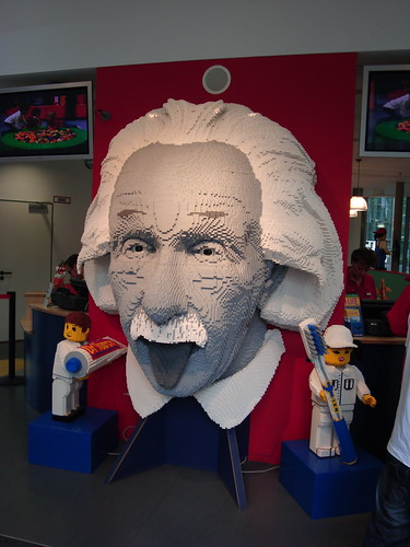 Albert Einstein made of legos (with moving eyes)