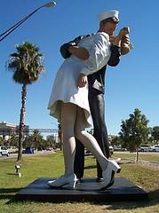 VJ Day Kiss Statue - Sarasota FL | by dixiedining