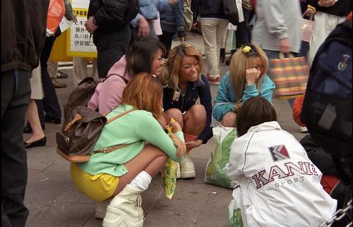 Ganguro girls in Shinjuku - Tokyo