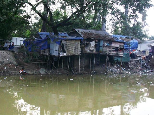 Cambodia, Siam Reap - Arm und Reich auf engstem Platz   2