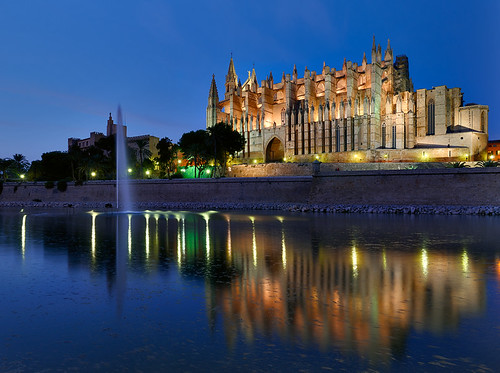 blue light sea sky reflection water night photoshop reflections de island islands la mar spain meer europa europe long exposure mediterranean shot cathedral illumination illuminated espana hour bluehour mallorca palma philipp parc spiegelung dri hdr spanien hdri baleares balearen palmademallorca balearic cs4 espanya balears klinger mittelmeer laseu illes dcdead nikonflickraward50mostinteresting