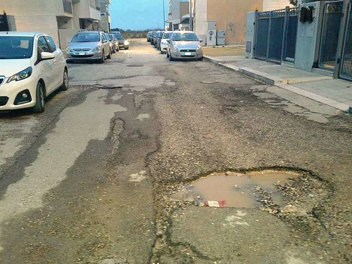 Noicattaro. Buche stradali (4)