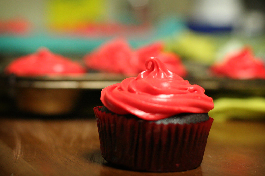 Black And Red >> devil's food cupcakes with white chocolate cream cheese fr