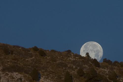 winter moon silhouette fullmoon moonset hogback perigee explored dakotahogback anawesomeshot nikkor18200mmf3556gifed
