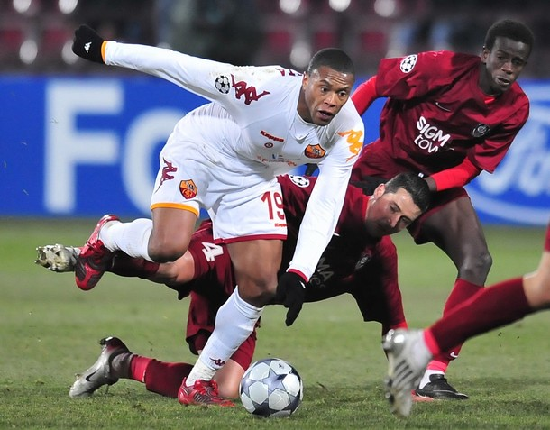 FBL-EUR C1-CFR CLUJ-AS ROMA | AS Roma's Julio Baptista (L ...