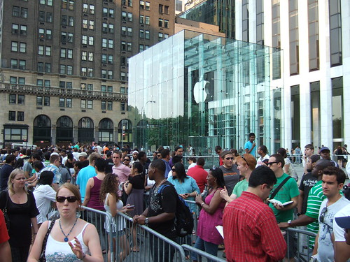 Apple Store, 5th Ave., NYC, 7/12/08 - 13 of 19 | by goodrob13