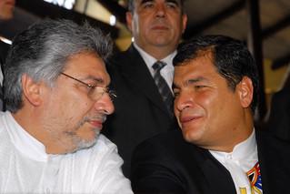 Ferando Lugo conversa con el presidente ecuatoriano Rafael Correa   by Fernando Lugo Méndez
