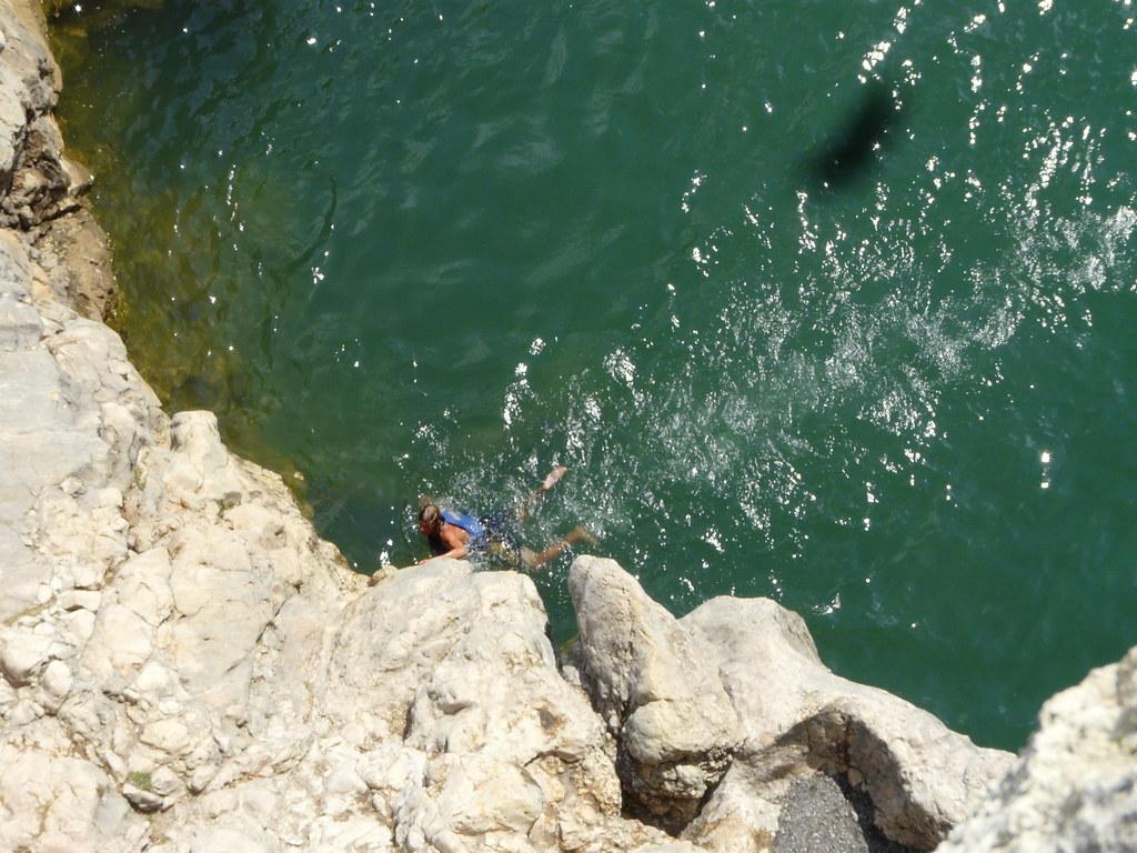 Un nageur au Pont du Diable