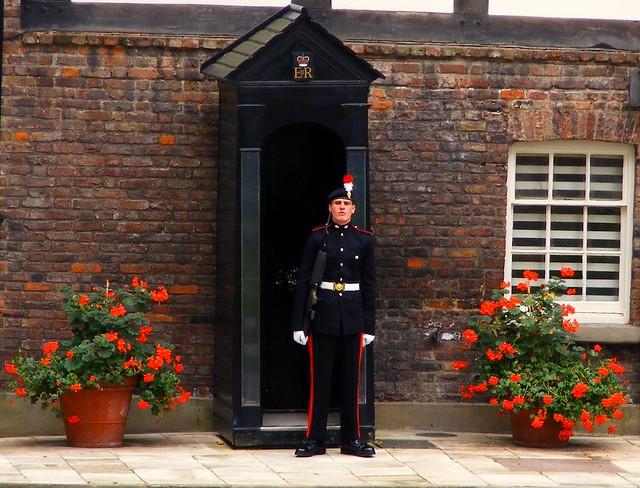 tower of london/ gaurd outside royal residents