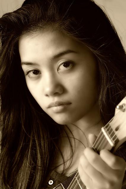 Kiara Guitar 2c