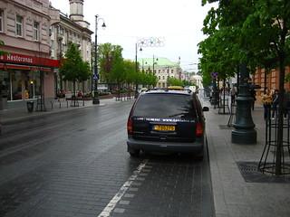 T05275 (car on cycle lane)