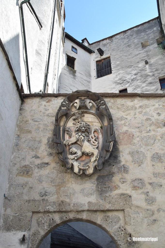 Koriste Salzburgin linnoituksella sisäänkäynnin yläpuolella