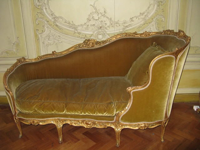Posh Sofa By Jackie Looks Opulent And Very Comfortable Annef