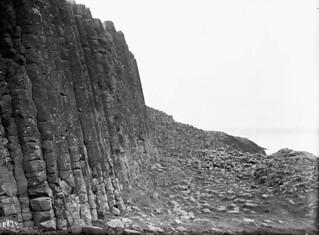 Pillars at Giant's Causeway, Ireland / Des colonnes rocheuses à la Chaussée des Géants, Irlande