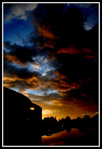 city sunset atardecer rojo agua bogota ciudad biblioteca nubes reflejo citylandscape picnik rogeliosalmona bibliotecavirgiliobarco maolopez mauriciolopez paarquesimonbolivar maolopez20042008 cell573158378721