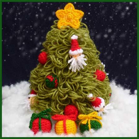 Christmas Tree & Presents - Amigurumi Pattern by DeliciousCrochet | by DeliciousCrochet