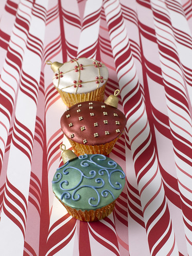 Ornament cupcakes from Confetti Cakes for Kids | by Rachel from Cupcakes Take the Cake