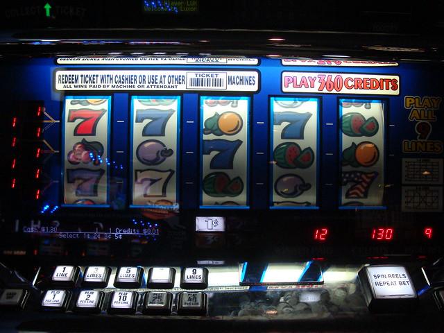 Slot Machine at Luxor