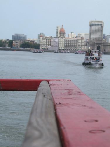 2005 sea india ferry boat bombay gateway mumbai maharastra gatewayofindia