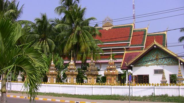 LAOS, Vientiane - Tempel, Tempel, Tempel...und leider auch Stromleitungen