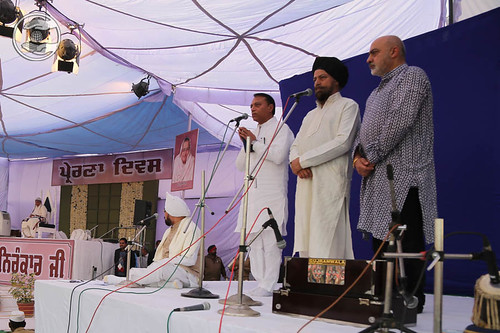 Devotional song by Manmohan Singh and Saathi from Jalandhar