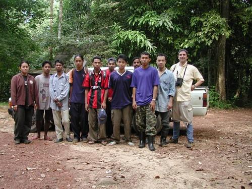 Thu, 11/09/2000 - 10:12 - Field team during plot establishment. Credit: CTFS